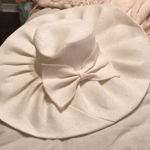 Accessories - White/Cream Kentucky Derby oversized hat